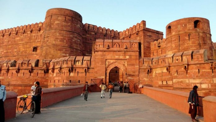 Explore Travel Guide to the Agra Fort