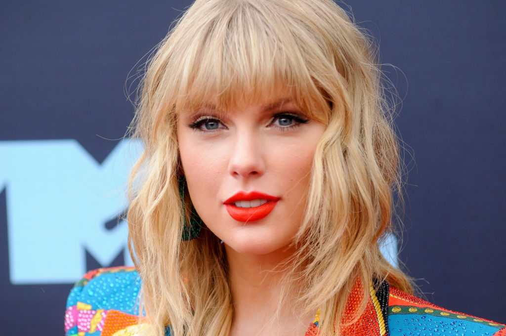 Taylor Swift Height, Weight, Age, Affairs, Salary, Family, Net Worth