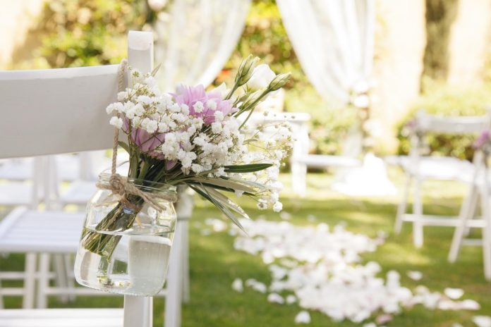 7 Tips for Planning a Wedding Ceremony in Your Backyard