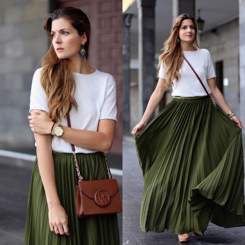The shirt-look with a pleated maxi skirt