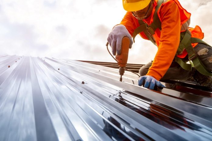 A Simple Guide to Hiring a Commercial Roofer