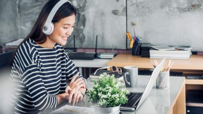 How Music helps you Stay Productive