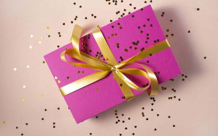 12 Virtual Event Gift Ideas for Speakers & Attendees